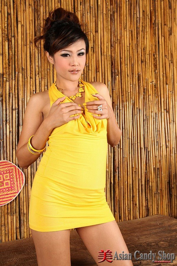 toying sexy thai women