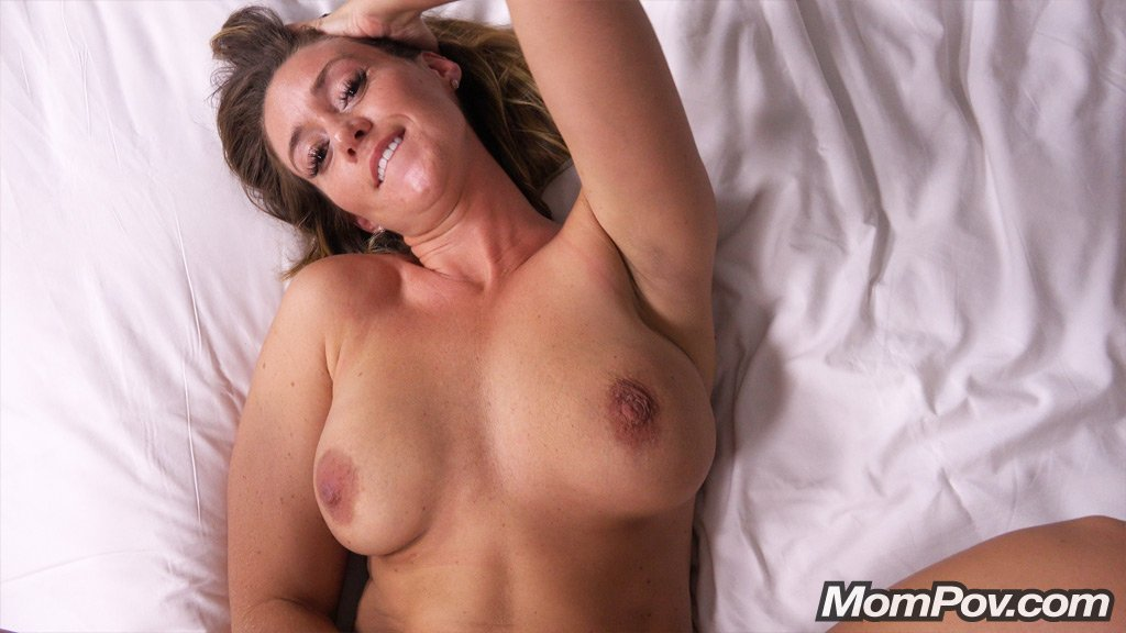 xvideos milf mom