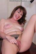 42 year old American mom Tracy strips... (16 pics)