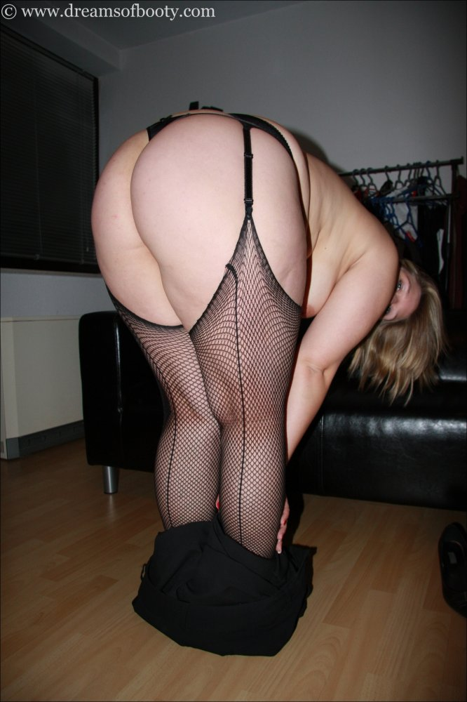Amateur milf in fishnets getting hard assfucking