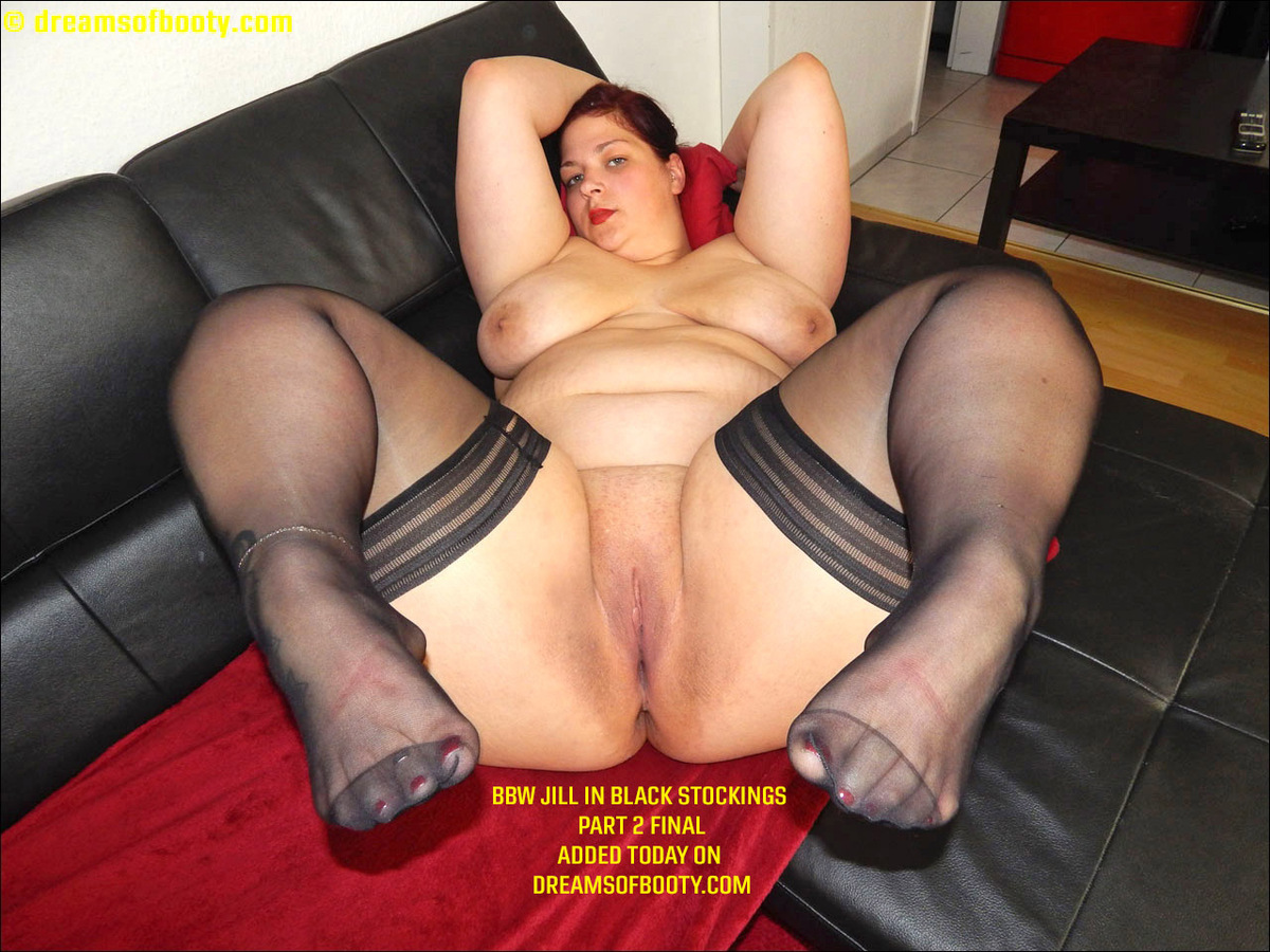 Middle aged housewife showing pussy