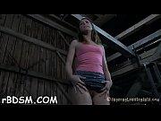 Девушка стоя какает в трусы видео