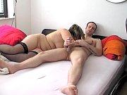 Мужик и девушка избеввают одну девушку розгой