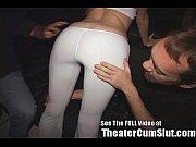 Порно телку трахнули толпой