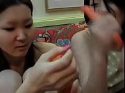 【ラブホ援助交際】セーラー服の女子高生らしきオニャノコ2人が援助交際のついでにマイクロビキニ着エロ撮影ww | アダルト動画見よう