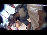 【パンチラ】盗撮趣味を持つ男にスカートの中を隠し撮りされた素人むすめ