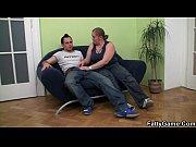 Девушка читает книгу и к ней подходит мужик и снимает трусы девушке видео