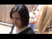 Девушка показывает жопу на камеру видео