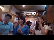 ショートカットでスレンダーな藤本リーナが居酒屋で3Pしちゃってます。
