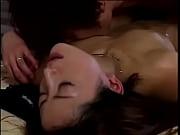 黒髪の淫乱妻と深夜の寝室で汗まみれの激しいセックスでチクビが立ちまくってる件