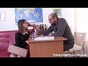Русская девушка заставила парня лизать ноги