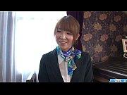 篠○麻里子似の美人CAが溜まった性欲を発散させる無料無修正動画!