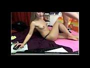 Девушка развлекается на веб камеру