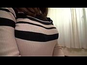 タイトフィットのセーターは大きく悩ましい胸を強要しますね。(男はこれがだぁ〜い好き。)