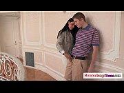 Порно видео на улице показывают грудь