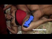 Порно тёлка показывает своё тело