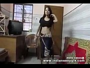 desi hot indian college girl shaking boobs dance in desi bollywood song indiansexygfs.com
