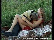 Русской блондинке на диване делали масса и трахнули