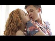 смотреть видео как молодой парень трахает двух взрослых баб