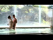 温泉で人妻のフェラを堪能してから口内射精