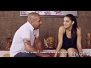 Видео кино дочка играеит куклие папа смотрит порно рускаея