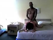 Брюнетка тихонько зашла домой и увидела секс сестры с новым ухажером