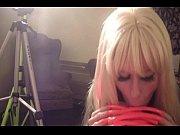 Хрупкая миниатюрная блондиночка любит жесткое тотальное порево