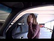 Porno amador com a esposa no estacionamento