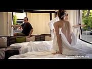 Женщина моется в душе ролик