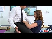 видео как парень трахает механическую вагину