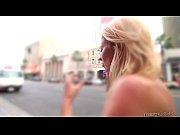 Брюнетка с большими сиськами в черных чулках видео