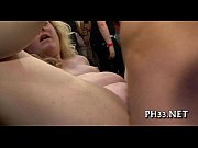 мужик ебет в большую сексуальную жопу