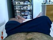 pau duro pulsando no calção