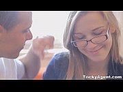 học cùng và làm tình cô bạn tóc vàng  đeo kính vô cùng đáng yêu