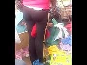vendedora de ropa