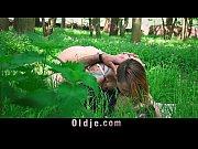 Видео мужчина ласкает женщину языком