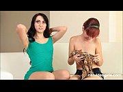 Раб лижет ножки у госпожи видео