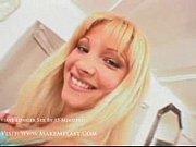 Блондинкасголубыми глазами порно
