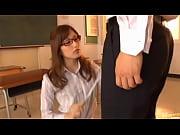 """【メガネ】クソエロい美人メガネ女教師が男子生徒に""""性""""徒指導。勃起したら体罰(フェラ)という非常に厳しい校則"""