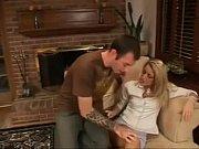 Русский муж дома поставил скрытую камеру и смотрит как жена ему изменяет