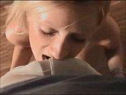 телка ей затыкают хуем рот