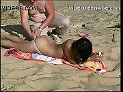[爆乳]海水浴場でセックスしてた夫婦!無修正:企画盗撮動画です。の無料エロ動画