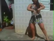 Picture Safada de vestido hiper curto dancando funk...