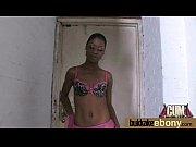 видео девка с гигантскими сиськами