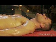 Gay sarado sendo massageado e fodido com carinho