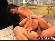 Виде сисястая деваха мастурбирует киску