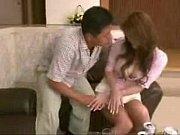 巨乳の素人女性のキス無料熟女動画。       隣に住んでいる巨乳の奥さんに強引にキスして、服を脱がせてオマンコ弄り