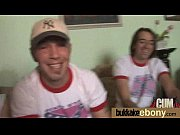 парень мастурбирует при сестре видео