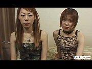 シャイなアジアの女の子は彼女のおっぱいの Ru を取得キスをした.