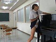 アジア女子高生ピアノ重い物の運搬